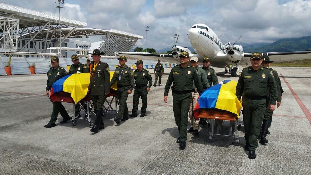 Llegaron a Ibagué los cuerpos de policías asesinados en el Cauca