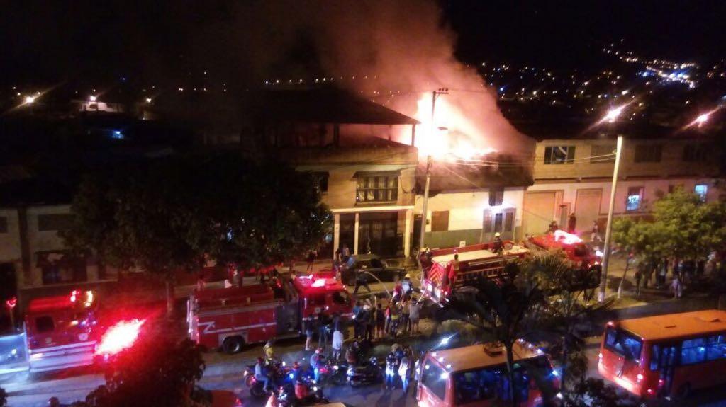 5 personas sin casa y 3 perritos quemados, saldo de incendio en Ibagué
