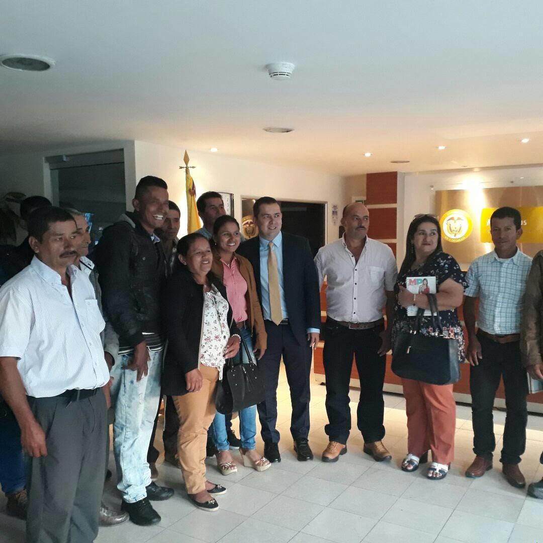 436 familias campesinas de 4 municipios del Tolima tendrán, por fin, energía eléctrica en sus veredas.