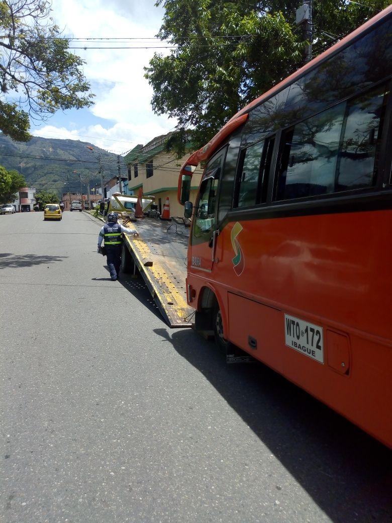 Exclusivo: Buseta inmovilizada en Ibagué, era un ataúd ambulante