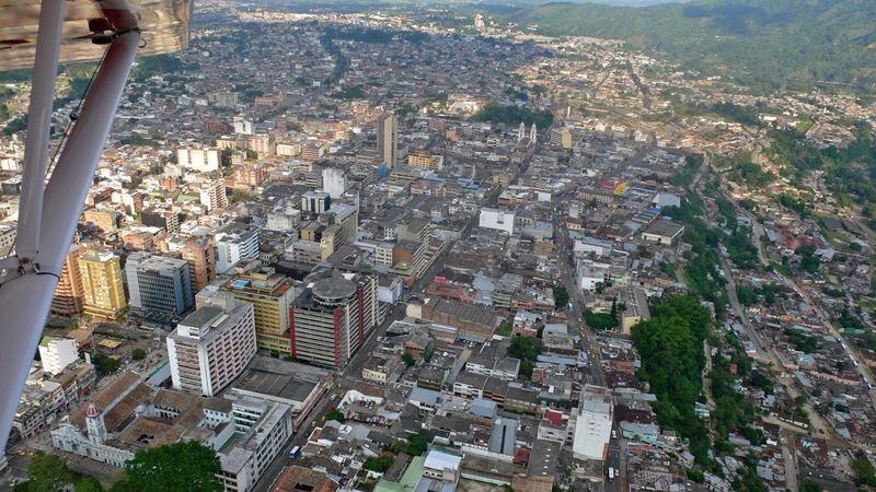 Alcalde de Ibagué compra líderes arreglando salones comunales