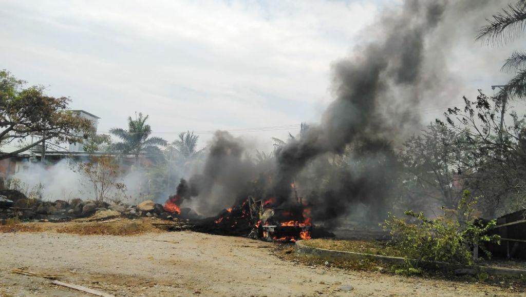 Hasta por el incendio de un carro en Lérida, culpan a la alcaldesa