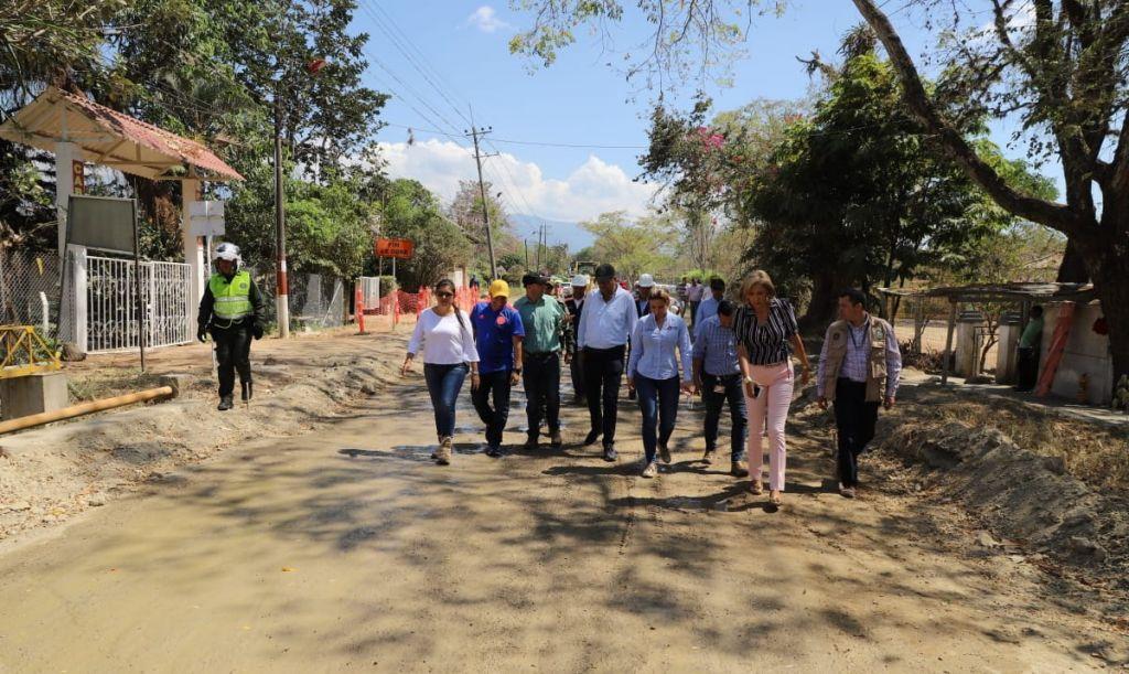 Gobernador le muestra obras realizadas en Ibagué