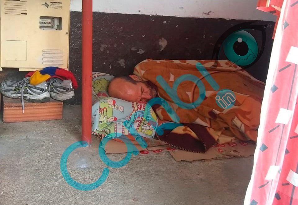Abuelo con tos lo sacaron de su casa a dormir a la calle: en Ibagué