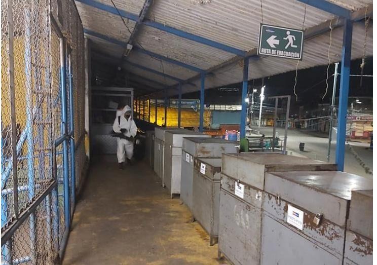 Desinfectan plazas de mercado en Ibagué, para acabar cualquier virus