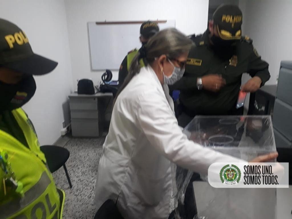 Policia pone su grano de arena para combatir el covid-19 en Espinal