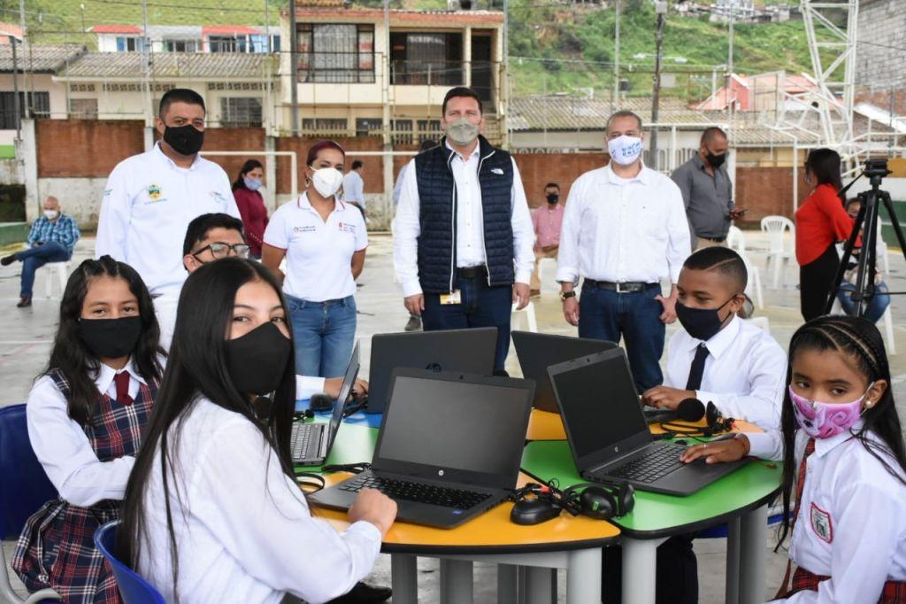 25 mil millones, mejorarán aulas tecnológicas en escuelas