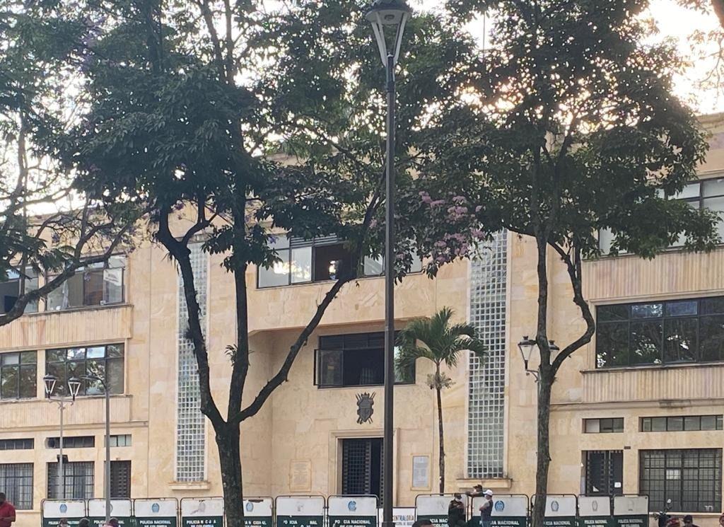 Alcalde de Ibagué tiene aguantando hambre a sus contratistas