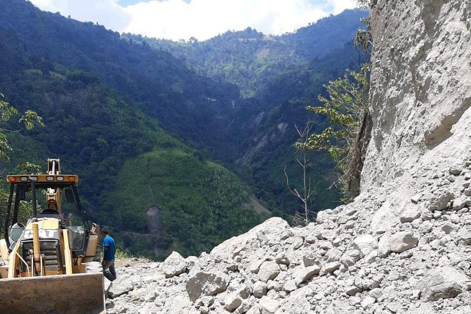 A buen ritmo avanza recuperación de la vía Ibagué – Tapias.