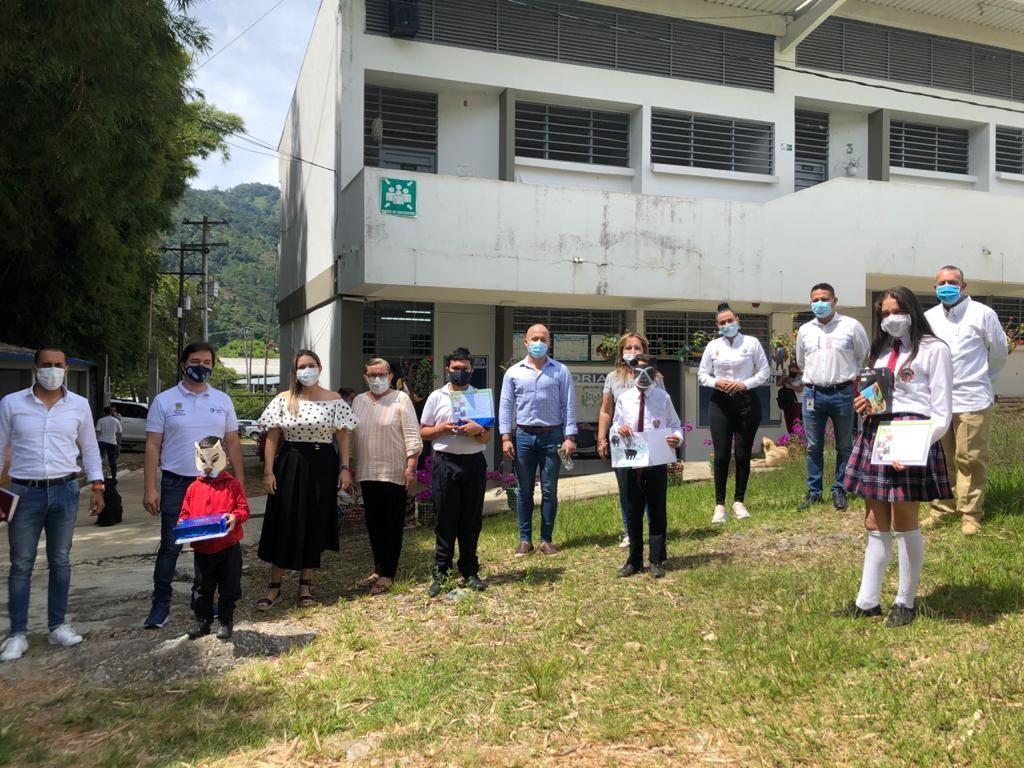 Alumnos de la I.E. Técnica Ambiental Combeima fueron premiados en concurso de poesía