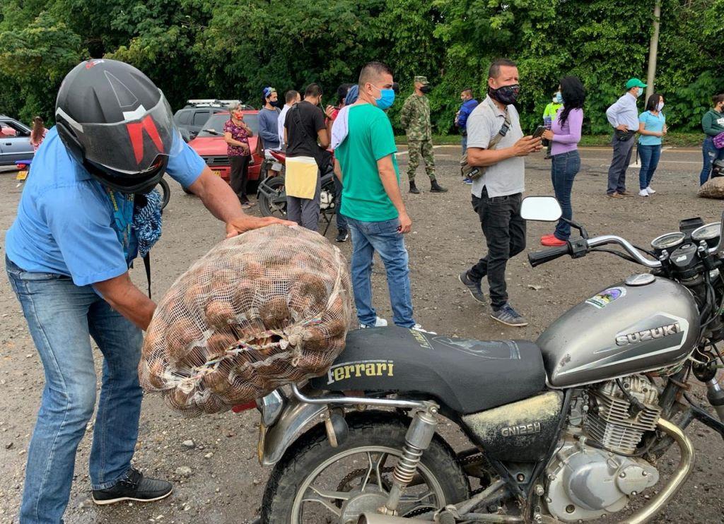 Vendieron hasta el último frijol y papa, campesinos en vías del Tolima