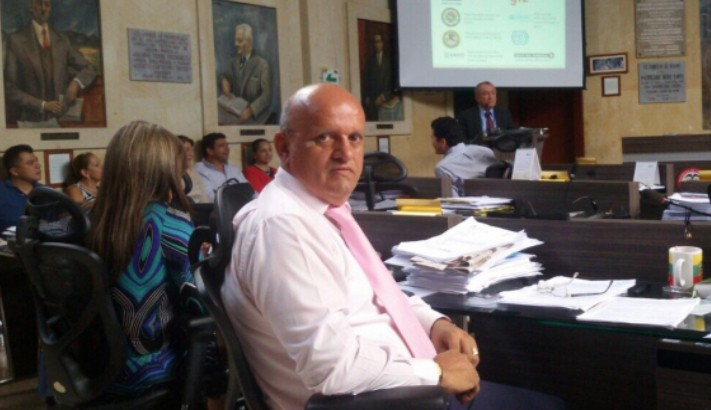 El concejal amigo del Pueblo social y humanitario marque L 15