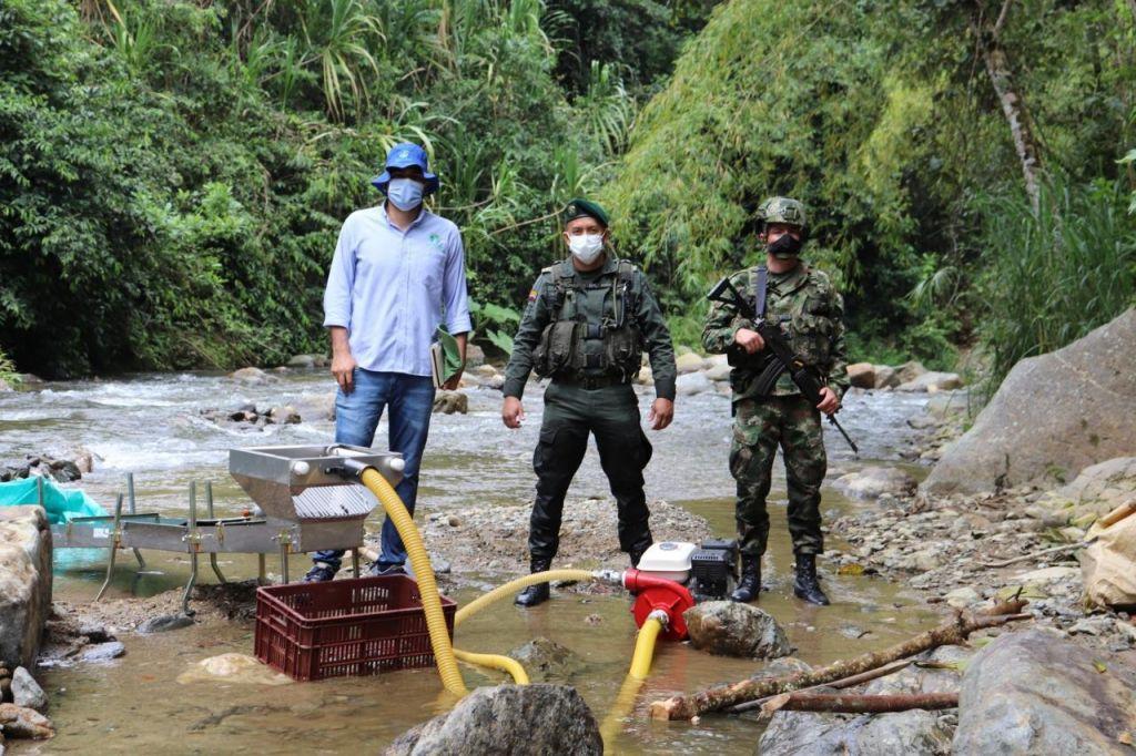 16 capturados y maquinaria incautada por minería ilegal en el río La Yuca entre Líbano y Santa Isabel