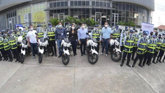Hurtado contratará  30 nuevos agentes azules de tránsito