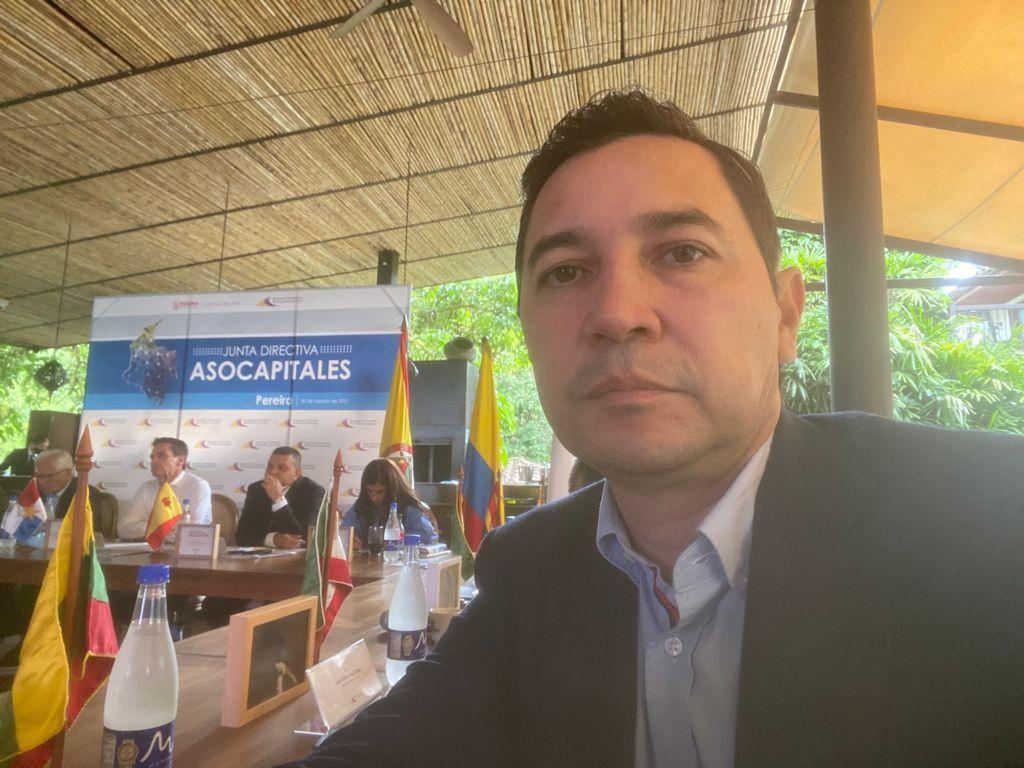 Jefe jurídico de la aeronáutica hunde a Hurtado, en caso piques ilegales