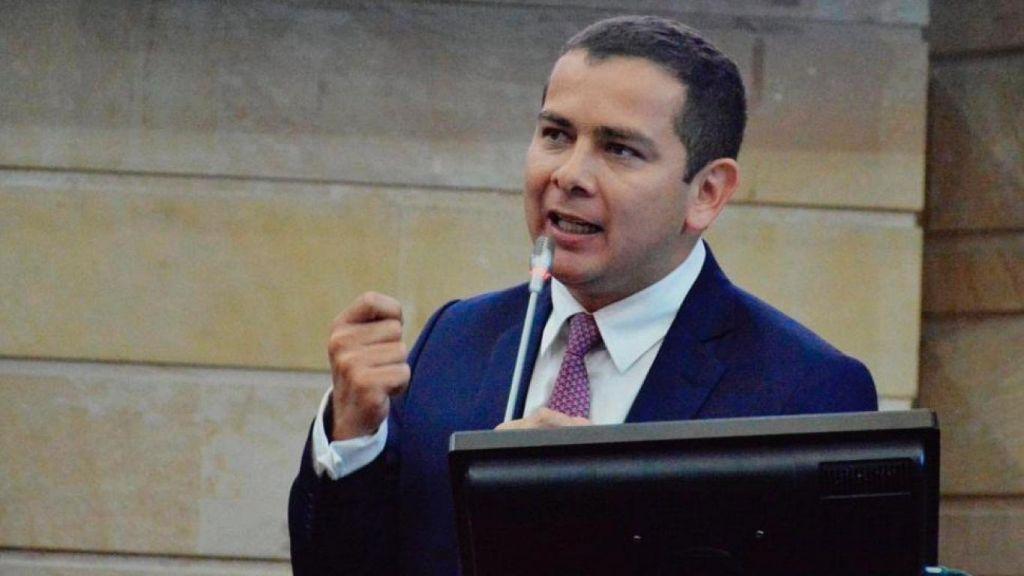 Extra:  CSJ investiga al senador Miguel Barreto, por falsedad en documento privado y fraude procesal.
