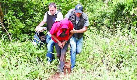 detenido-esposado-encontraron-diario-territorio_claima20131017_0028_17.jpg