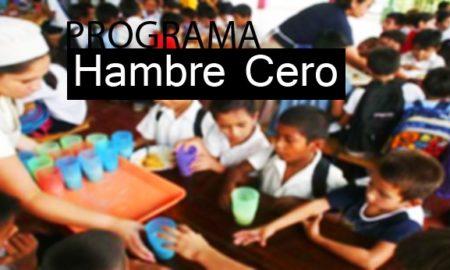 estudiantes_esperando_desayunos_escolares._cambioin.jpg